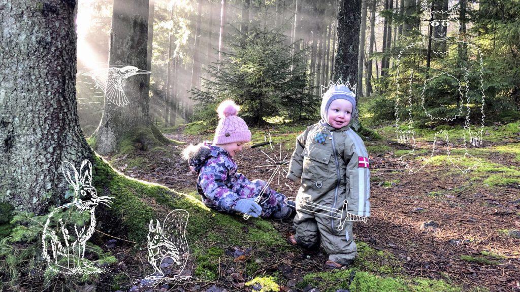 To børn i skoven med grafik tegnet på billedet