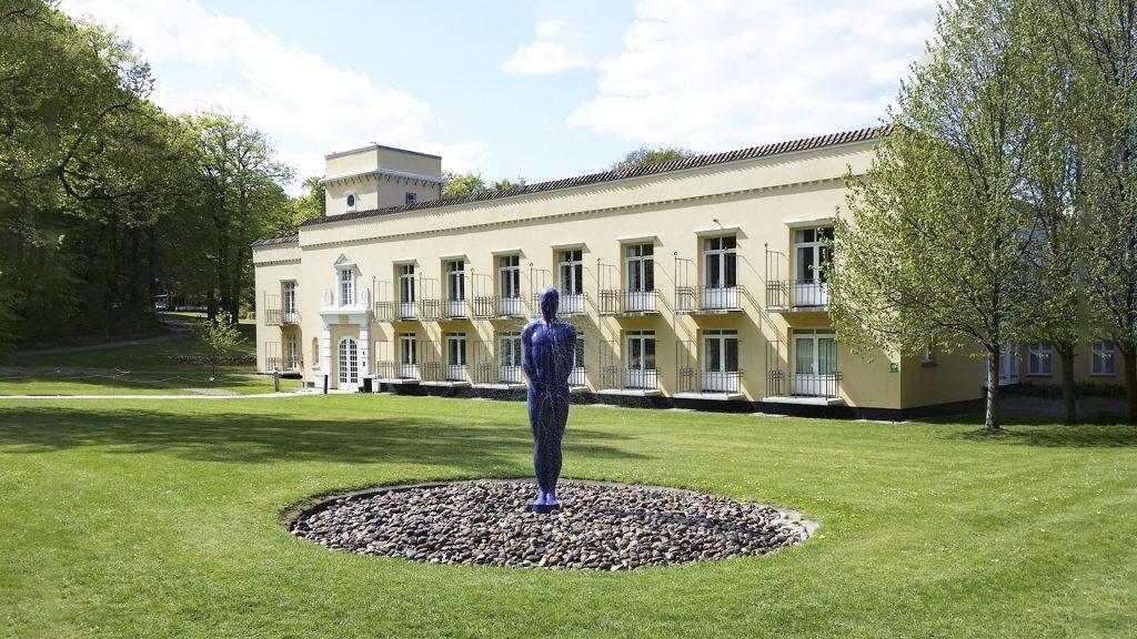 Vandskulptur i park foran kunstcentret Silkeborg Bad