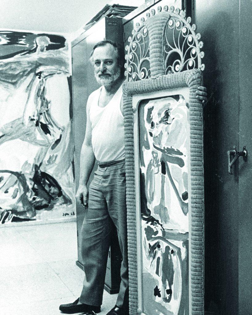 Asger Jorn ved værk i atelier