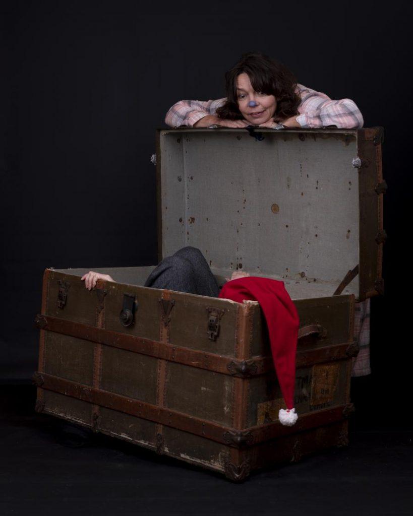 Nisse der ligger i stor kuffert