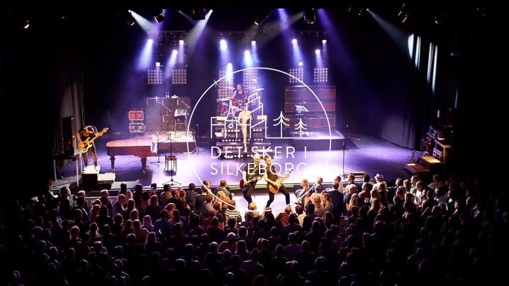 Koncert på stor scene med publikum
